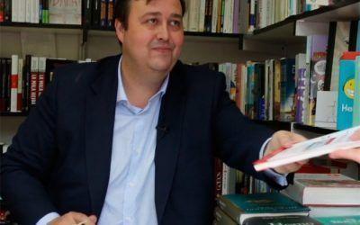 """Borja Pascual firma su último libro """"Cómo montar un negocio online"""""""